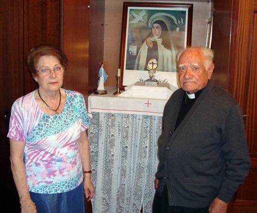 Lucía y el P. Juan José en Torrelavega (España)